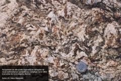 Paragneises de alto grado migmatíticos derivados de rocas sedimentarias semipelíticas. Complejo Cerro Olivo, cercanías de Cerro Aspero, Rocha, Uruguay. Autor: Doctor Henri Mesquelin